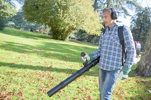 Advantages of backpack leaf blowers